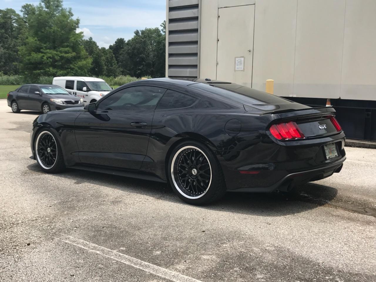 SVE Mustang Series 3 Wheel & Tire Kit - 20x8 5/10 Gloss